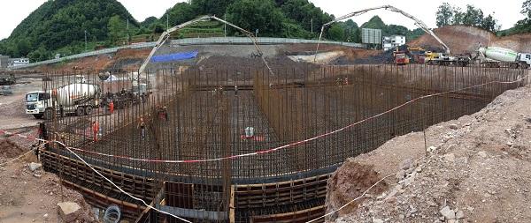 六盘水污水处理厂主体结构第一仓混凝土顺利浇筑